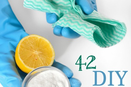 Homemade Cleaner Recipe Roundup: 42 DIY Recipes To Keep Your Home Naturally Clean | Growing Up Herbal | Love making natural, non-toxic homemade cleaners? Look no further! Here are 42 of them so you can clean your house from top to bottom!